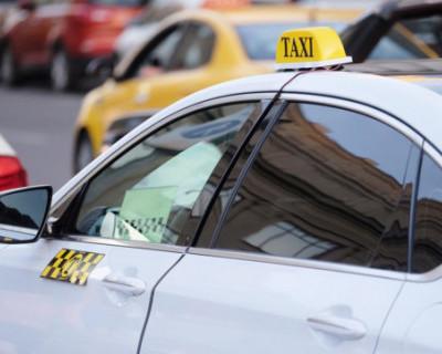 Российских чиновников предложили пересадить  на такси