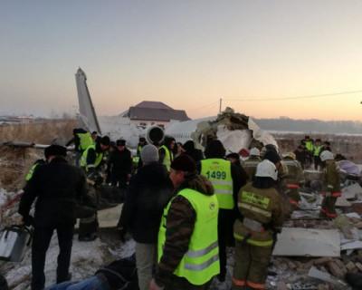 В Казахстане разбился пассажирский самолет (ВИДЕО)