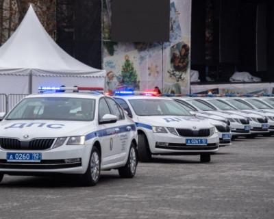 Сотрудникам севастопольского ГИБДД вручили новые служебные автомобили