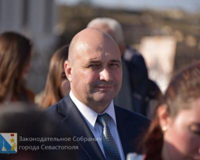 Спикер Заксобрания Владимир Немцев поздравляет севастопольцев с Новым годом!