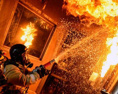 Спасатели МЧС спасли двух симферопольцев из горящей квартиры