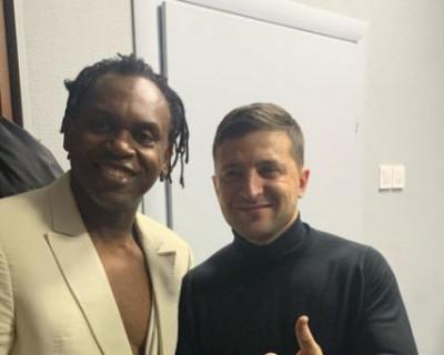 Зеленский заступился за выступавшего в Крыму шведского певца нигерийского происхождения