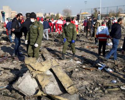 Власти Украины считают, что авиалайнер, потерпевший крушение в Иране, мог быть сбит зенитной ракетой