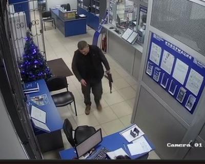 В Алуште вооруженный мужчина попытался ограбить банк