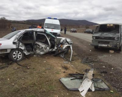 Севастопольские спасатели оказали помощь женщине и подростку, пострадавшим в ДТП