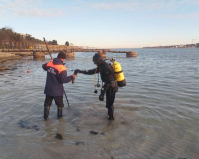 Водолазы Севастополя обследовали морское дно перед крещенскими купаниями