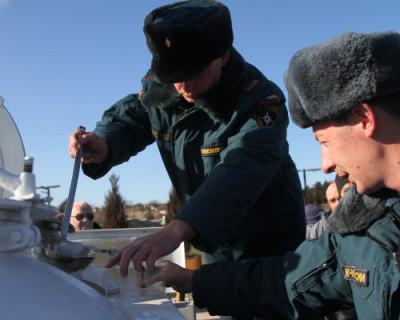 Сотрудники МЧС Севастополя обеспечили безопасность верующих во время крещенских купаний