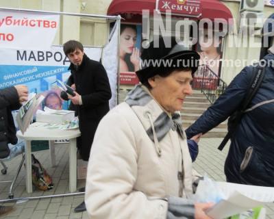 Кто и зачем в Севастополе раздает бабушкам бесплатное масло? (видео)