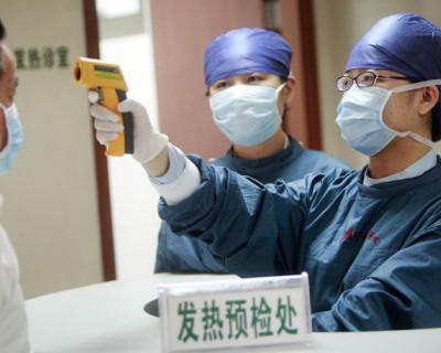 В охваченном эпидемией Китае люди в панике штурмуют продуктовые магазины и больницы (ФОТО, ВИДЕО)