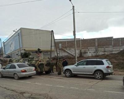 В Севастополе произошло ДТП с участием БТР и кроссовера «Volkswagen»