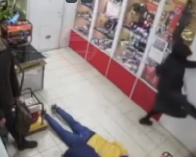 В Симферополе грабитель с ружьём сломал ногу, пытаясь выбить дверь