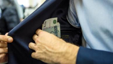 В Керчи задержали чиновника за взятку