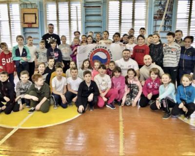В севастопольской школе прошел урок самообороны