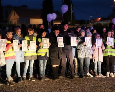 100 детей Севастополя танцевали и прызвали пешеходов использовать световозвращающие элементы