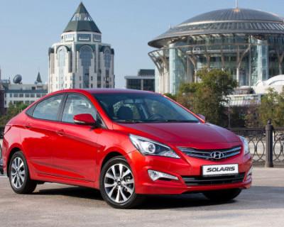 В России старый универсал Opel и Hyundai Solaris разогнались до 300 километров в час