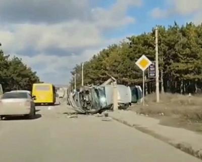 ДТП в Симферополе: водитель встретился со столбом