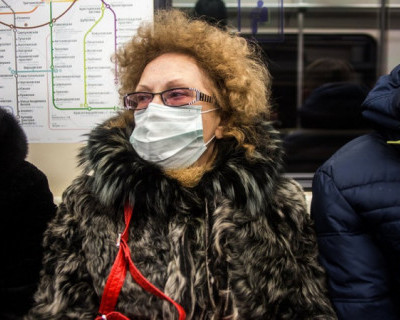 Россияне раскупили трехгодичный запас масок