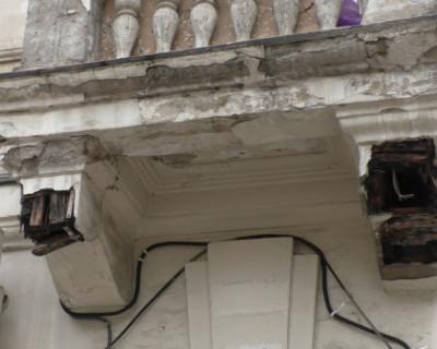 Балкон скоро убьёт севастопольцев (ОПАСНОЕ ВИДЕО)