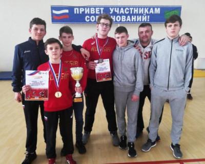 Севастопольские спортсмены завоевали золото и бронзу на первенстве ЮФО по греко-римской борьбе