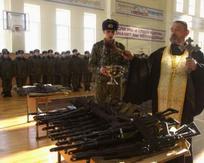 В РПЦ хотят отменить освящение оружия