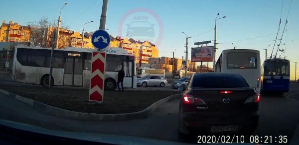 В Севастополе автобус уехал без водителя (видео)