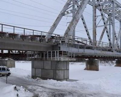 В Алтайском крае местные жители сбросили девушку с ж/д моста