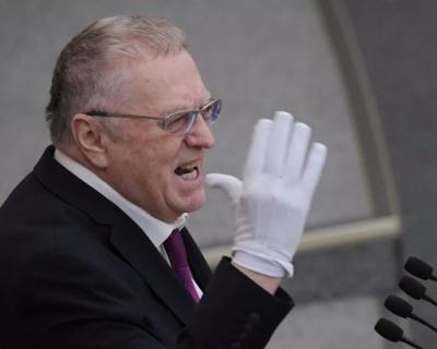 Жириновский пришел в Госдуму в белых перчатках из-за опасения заразиться коронавирусом (ВИДЕО)