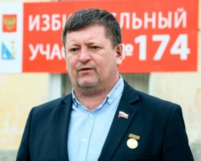 Севастопольский депутат Камзолов обещал во время своей «каНденции» жить в Швейцарии, а живёт возле строительного хлама