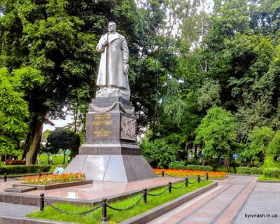 В Киеве начался сбор подписей за снос памятника генералу Ватутину