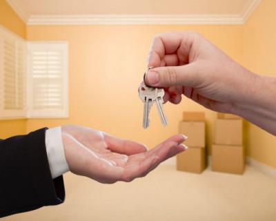 Жители Севастополя отдают 56% от зарплаты на аренду однокомнатной квартиры