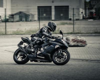 Мотоциклист спровоцировал аварию в Севастополе