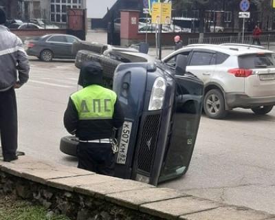 В Симферополе перевернулся УАЗ «Патриот»