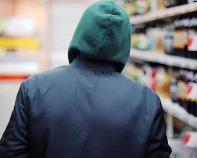 В Севастополе задержали молодого парня, который пытался украсть товар из супермаркета