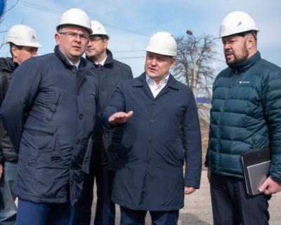 Врио губернатора проверил ход реконструкции спортивно-оздоровительного комплекса имени 200-летия Севастополя
