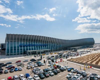 Самолет, следовавший рейсом Петербург—Симферополь, благополучно приземлился в аэропорту столицы Крыма
