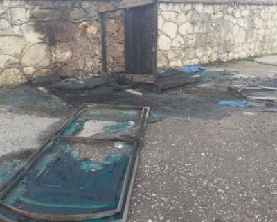 Неизвестные подожгли общественные биотуалеты в Севастополе