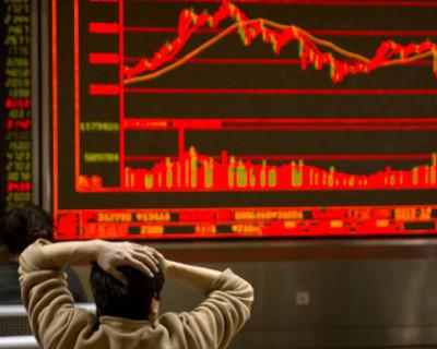 Рубль падает по отношению к доллару на фоне катастрофического обвала цен на нефть