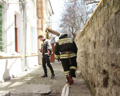 Сотрудники МЧС ликвидировали пожар в Инкермане
