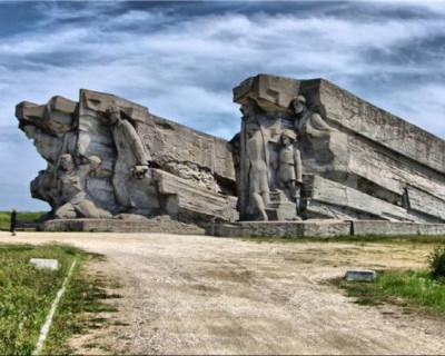Глава Крыма поручил организовать мониторинг памятников Великой Отечественной войны