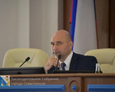 Севастопольские депутаты принимают законы без главного символа России