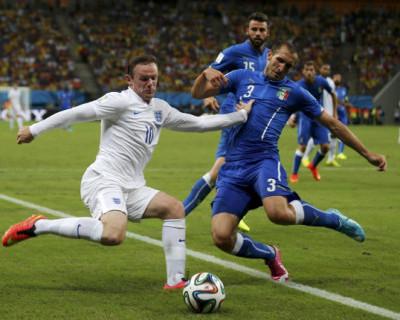 Как в Европе отменяют футбол