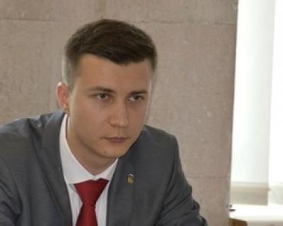 Депутат Ленинского районного Совета депутатов Прохватилов «заисполнялся»?