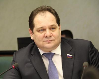 Глава Еврейской автономной области застрял в больничном лифте (ВИДЕО)
