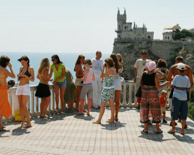 Сергей Аксенов призвал задуматься о возможном провале турсезона в Крыму