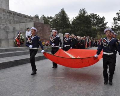 Идти против исторической правды, по воле трёх севастопольских депутатов недопустимо