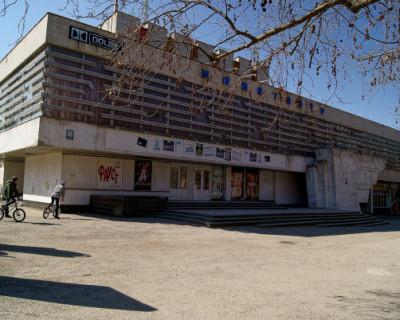 В Севастополе закрываются все кинотеатры