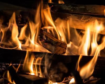 Украинка, заразившая десятки односельчан коронавирусом, просит не сжигать ее дом (ВИДЕО)