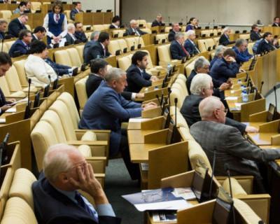 Госдума приняла законопроекты о наказаниях за фейки, нарушение карантина и праве правительства вводить режим ЧС на 90 дней