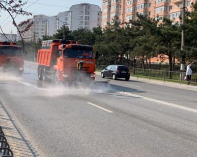 «Севавтодор» моет улицы города технической водой