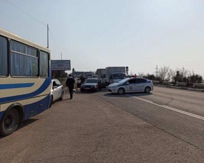 На въезде в Севастополь выявлены два человека с подозрением на пневмонию